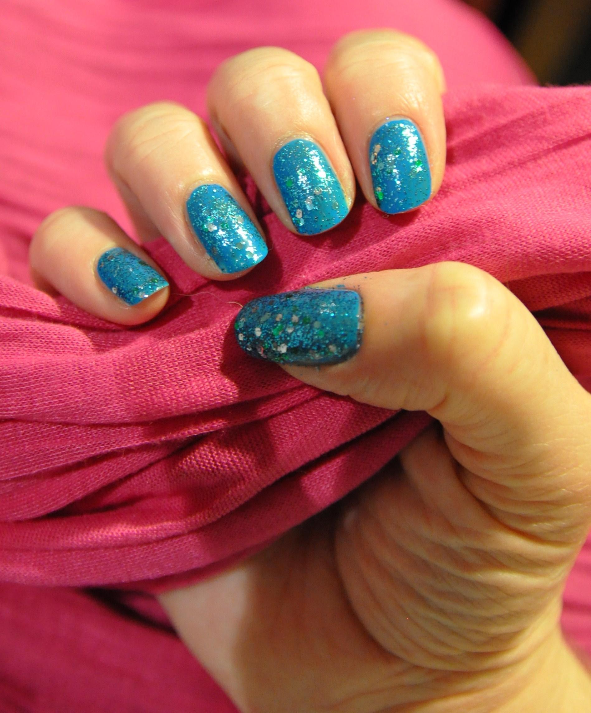 Revlon Radiant Blue Mosaic (Glitter Nail Enamel) | Nailart for funn!